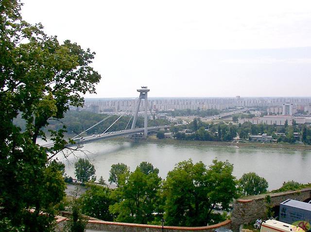 2004-08-17 08 SAT, elrigardo de kastelo Bratislavo