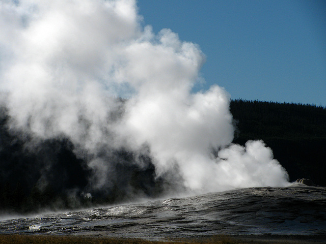 Old Faithful Geyser (1617)
