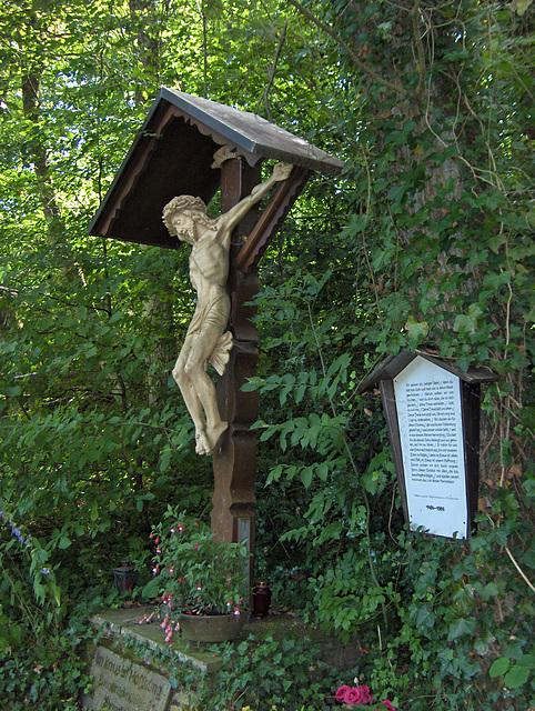 Monumento pri 500-jariĝo de la monaĥejo de la Ordeno de la Sankta Kruco III