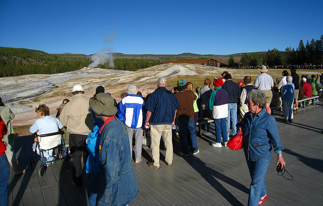 Crowd Gathering For Old Faithful (3998)