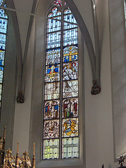 Dekstra altareja fenestro