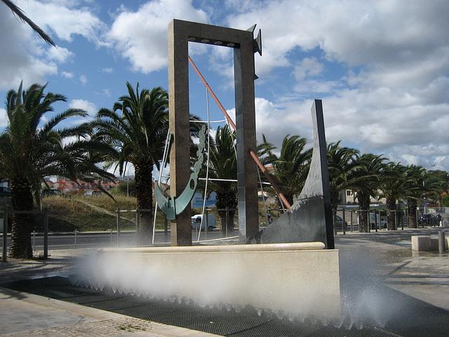 Oeiras, fountain at the Avenue Marginal sidewalk (2)