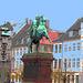 Cavalier sculptural /  Horse rider sculpture area.   Copenhague.  26-10-2008  -  Postésation et bleu ajouté