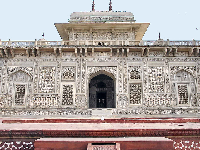 IMG 4399ac Itimad-ud-Daulah, Mirza Ghias and Begum Wife Tumbs from Iwan
