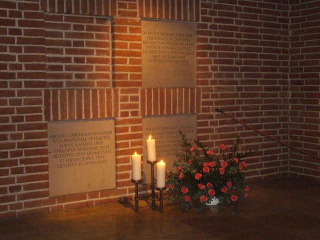 Frauenkirche - Graber der Erzbischöfe