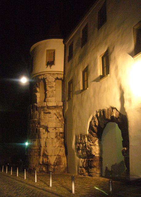 Regensburg - Porta praetoria bei Nacht