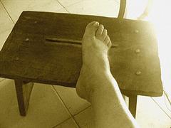 Pied sur banc  / Foot on the bench -   Le beau Pied sexy de mon Amie Christiane avec permission / with permission - Sepia