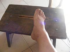 Pied sur banc  / Foot on the bench - Le beau Pied sexy de mon Amie Christiane.