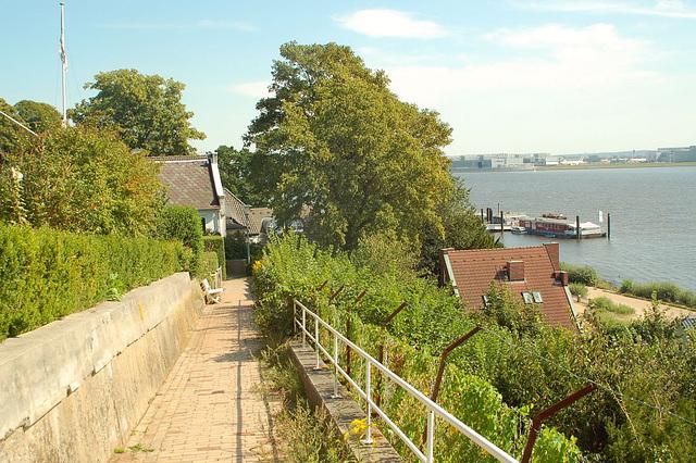 entlang der Elbe106