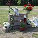 Cimetière St-Charles / St-Charles cemetery -  Dover , New Hampshire ( NH) . USA.   24 mai 2009 -  Dagenais et son garde du corps - Body guard