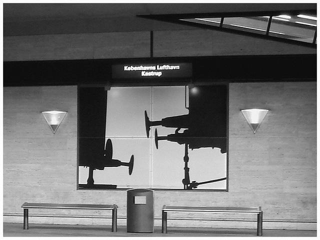 Décor aéroportuaire / Kobenhavns lufthavns Kastrup airport scenery - Copenhagen.  20-10-2008  -  B & W