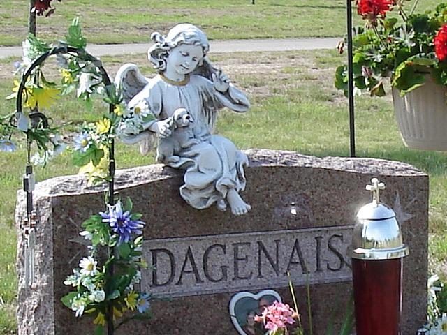 Cimetière St-Charles / St-Charles cemetery - L'ange de Dagenais / Dagenais's angel