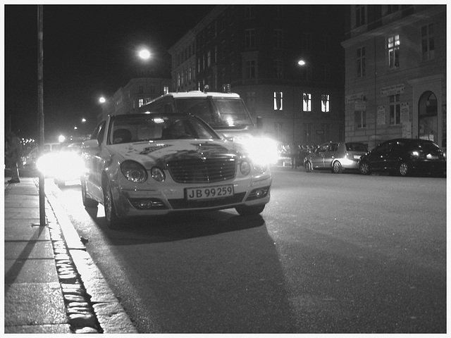 Taxi de la gare / Train station taxi.  Copenhague.   25-10-2008-  N & B