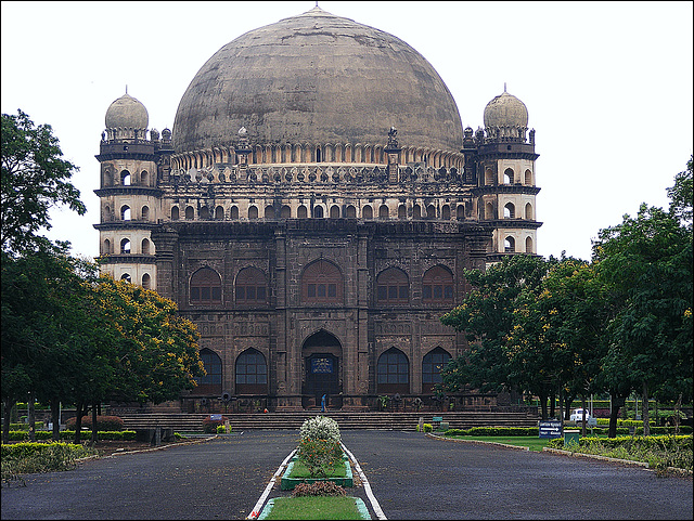 Gol Gumbaz and gatehouse
