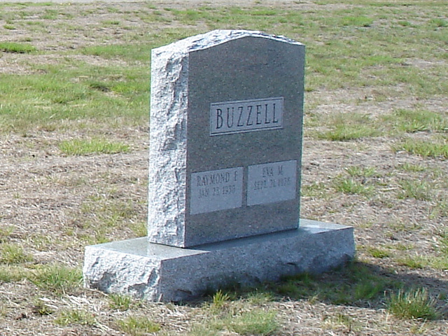 Cimetière St-Charles / St-Charles cemetery -  Dover , New Hampshire ( NH) . USA.   24 mai 2009 - Buzzell ne buzz plus / Buzzell doesn't buzz anymore.