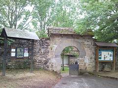 Entrada al santuario de la Virgen de Muskilda (Navarra)
