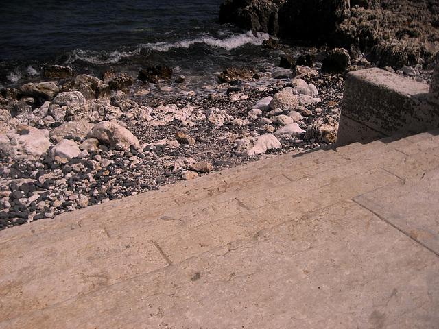 Oeiras, access to sea water (2)
