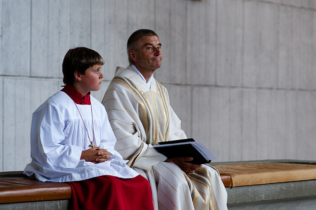 Ministrant & Pfarrer