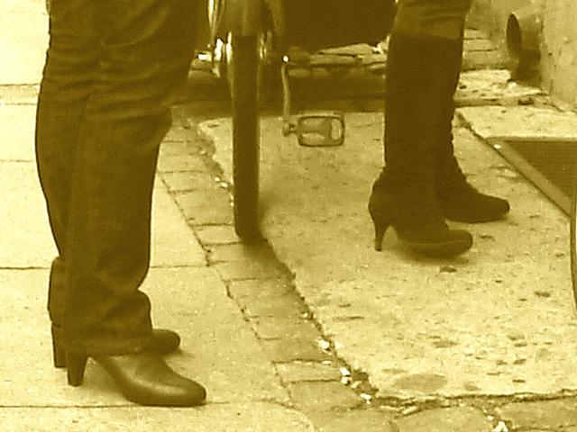 Bagels et bottes à talons hauts au menu / Bagels & booted Danish duo -  Copenhague / Copenhagen.  20 octobre 2008 - Sepia