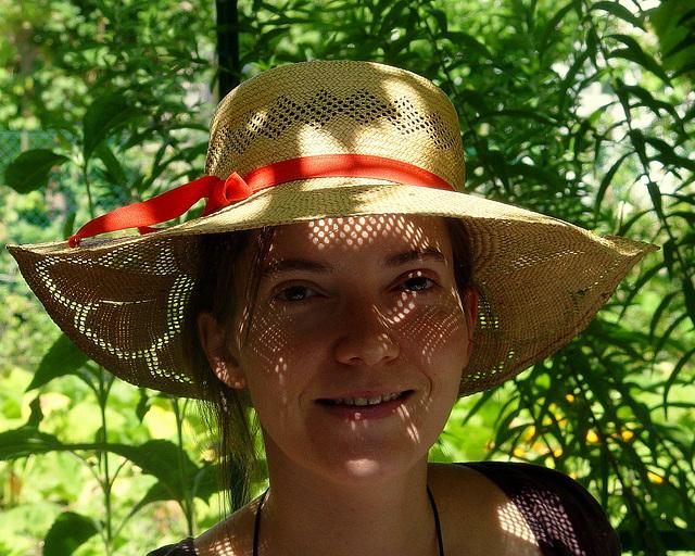 jeu de lumière au travers d'un chapeau