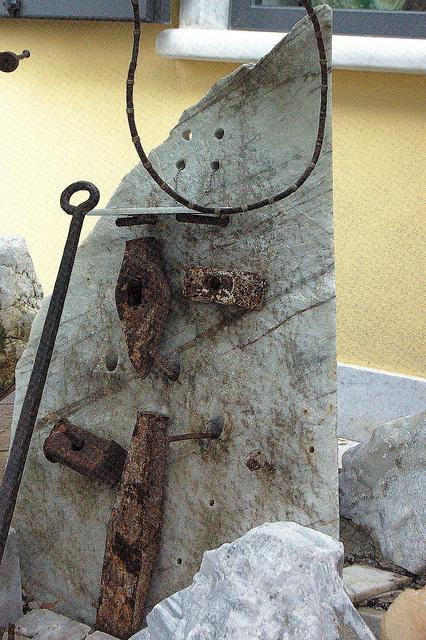 Monumento por marmorlaboristoj (Denkmal für Marmorarbeiter in Carraras)