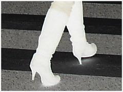 Bagels et bottes à talons hauts au menu / Bagels & booted Danish duo - Negative boots / Bottes négatives