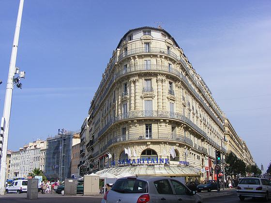 Vieux port Marseille :Angle Quai de Rive Neuve, Rue de la République