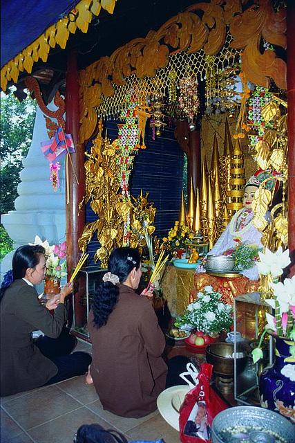 Prayers in Wat Phnom