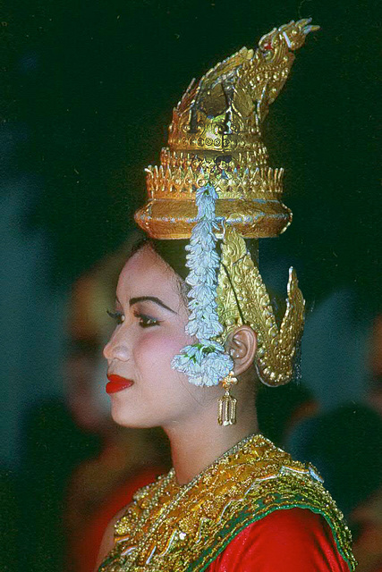 Lady dancer in Siem Reap