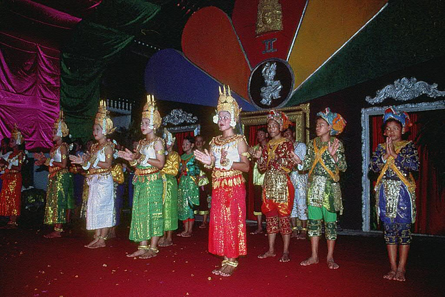 Cambodian dancing performance in Siem Reap