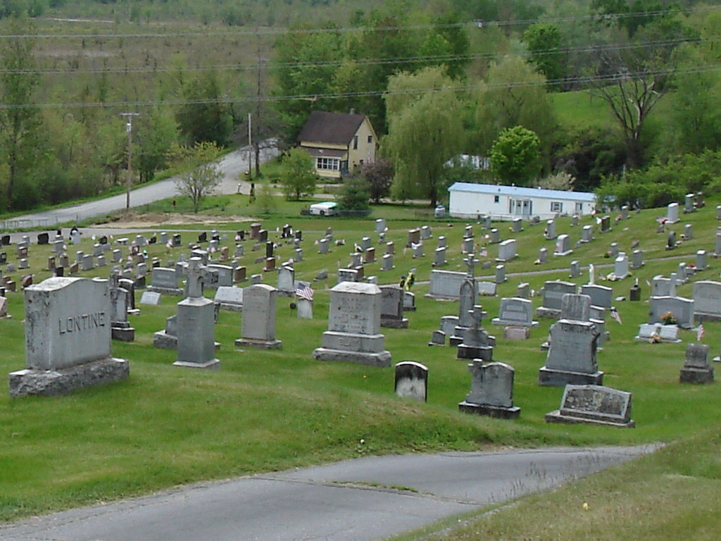 Cimetière pittoresque / Picturesque cemetery -   Newport, Vermont.  USA  /  États-Unis.   23 mai 2009