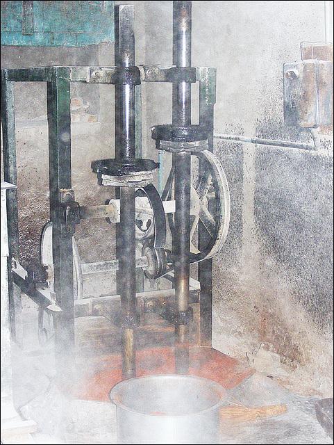 Chilli grinding