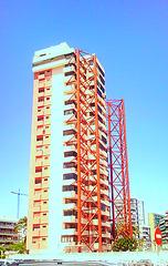 Puebla de Farnals (Valencia). Edificio arriostrado.