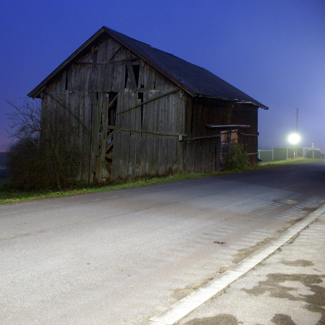 a foggy barn in freistadt