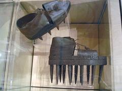 Ancient crampon footwears for freezing rain ???  Anciennes chaussures à crampons pour le verglas ?
