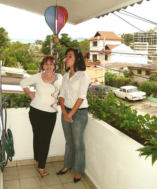 Elisabeth avec / with permission - Yo con una joven de mi iglesia...