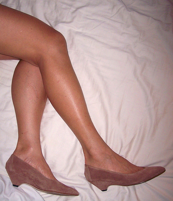 gorgeous legs and sz 7 apache vintage