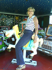 DD en manège et talons hauts avec permission /  DD in a carousel with her sexy shoes with permission.