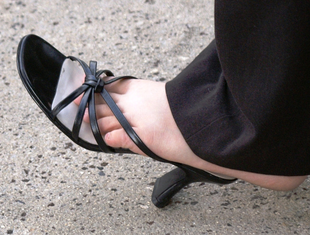 street shot: shoe play BP butterfly slides (F)