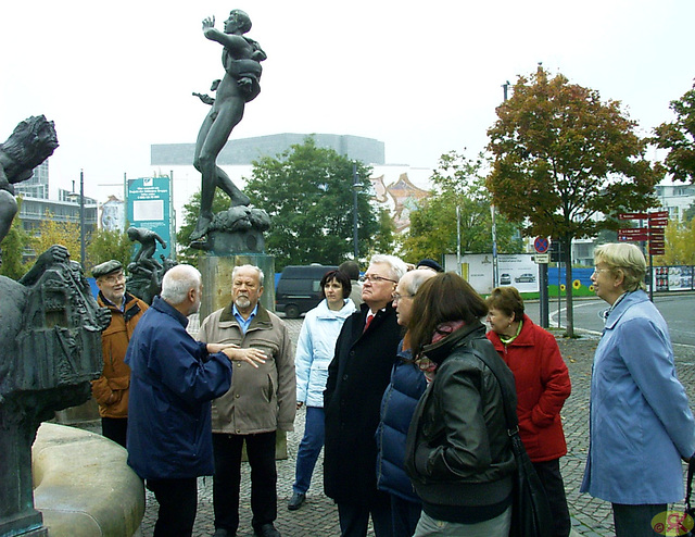 2009-10-24 10 Eo, ANABEL, Göbel-Brunnen, Halle