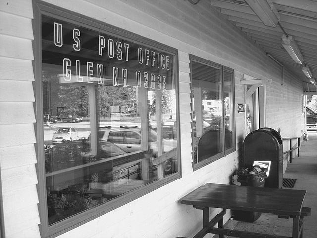 US post office /  Glen New Hampshire NH . USA - 10-10-2009  -  N & B