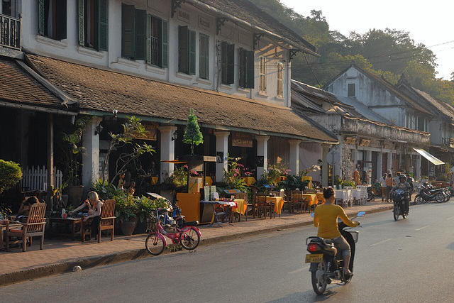 Restaurants and coffee bars along Sakkarine Road