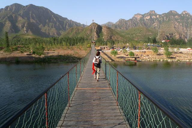 Pochodom mostom