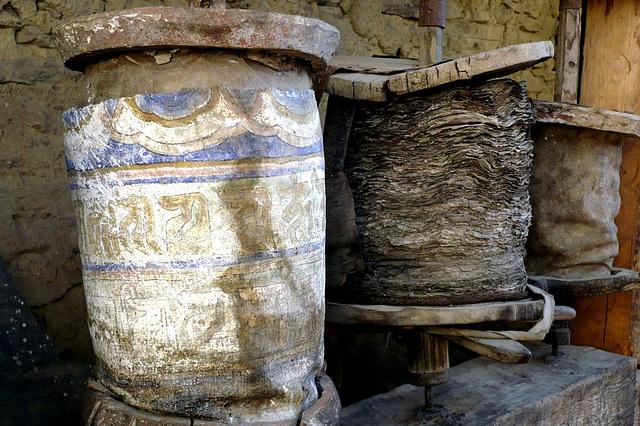 Très vieux moulins à prières