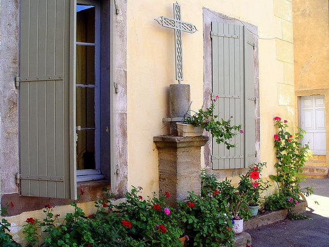 croix sur façade