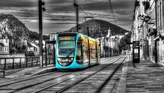 BESANCON: Passage du tram Station Battant.