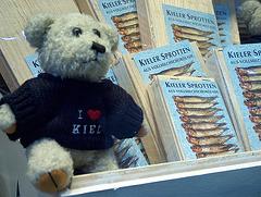 Teddy loves KIELER SPROTTEN / HPIM4883