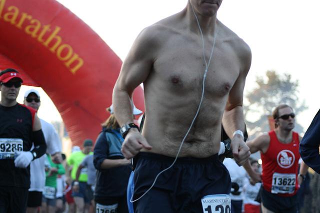 14.MCM34.RunnersStart.Route110.Arlington.VA.25October2009