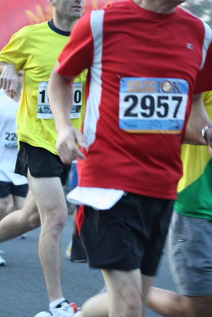 16.MCM34.RunnersStart.Route110.Arlington.VA.25October2009