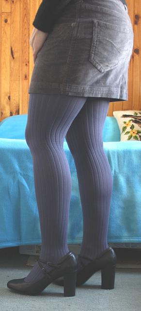 Elisa- Essayage de jupe et talons hauts - Skirt fitting and high heels - Version éclaircie